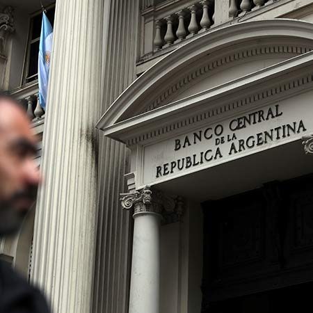 Crisis-hit Argentina urges faster IMF intervention